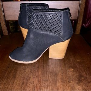 QUPID Black Open Peep Toe Ankle Booties - Size 7.5